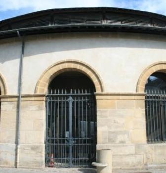 Les travaux d'agrandissement des halles de Sées par l'intermédiaire de Clauses d'insertion sociale